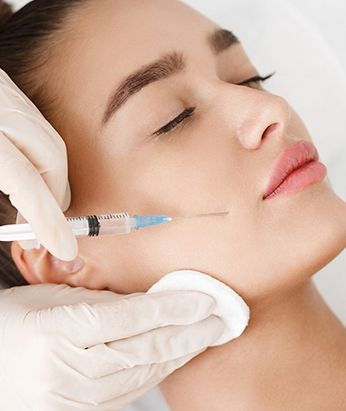 Botox can dramatically improve the appearance of sagging eyebrows and forehead wrinkles by relaxing the muscles responsible for these lines, without you having to resort to a surgical eyebrow lift.