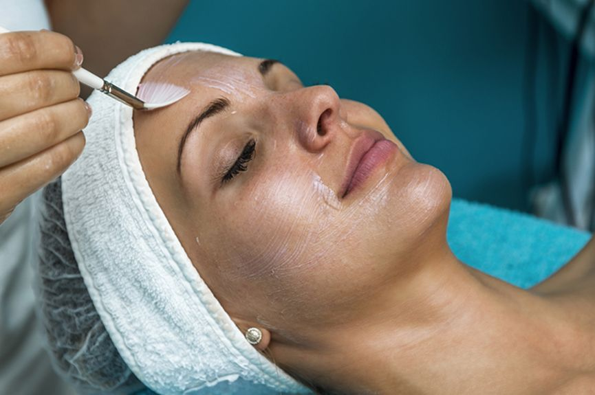 A chemical peel is a non-invasive cosmetic treatment which uses chemicals to improve the tone and texture of your skin, fight signs of aging and minimise the appearance of skin imperfections.